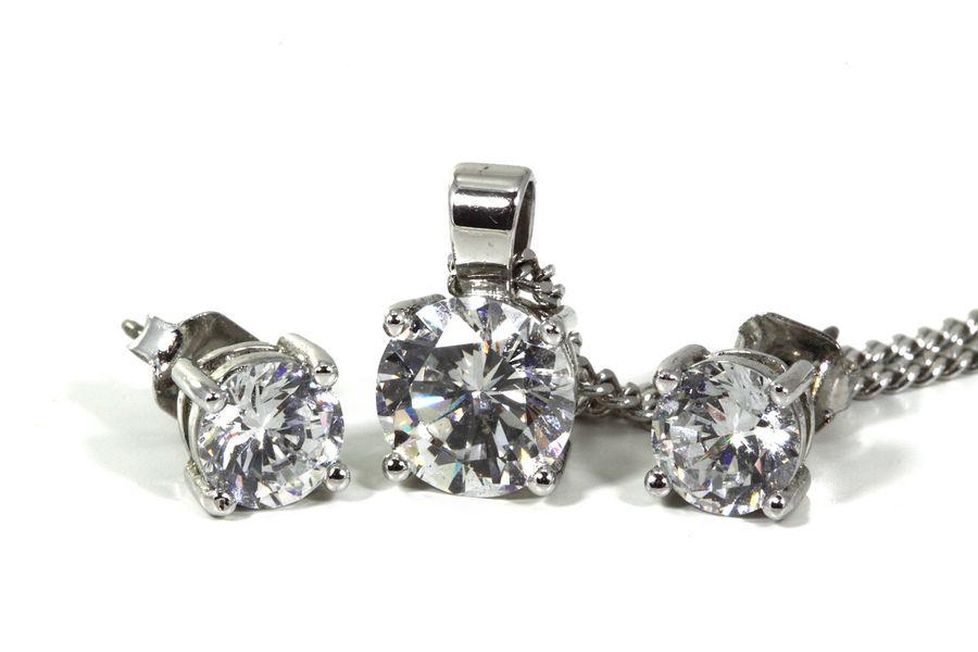 Komplet srebrnej biżuterii z diamentem
